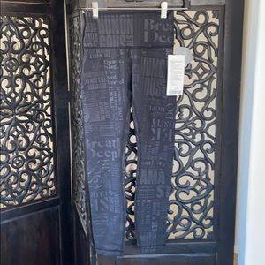 Lululemon Wunder Under Hi-Rise. Black with print